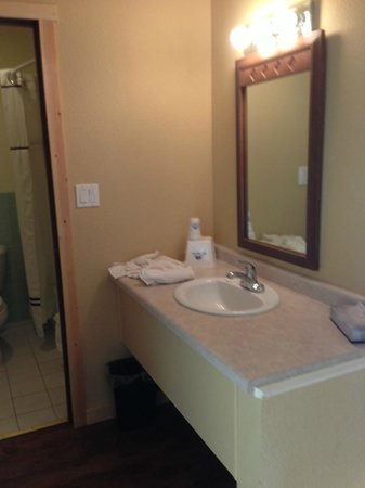 America's Best Value Inn : bathroom