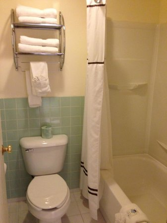 America's Best Value Inn: bathroom