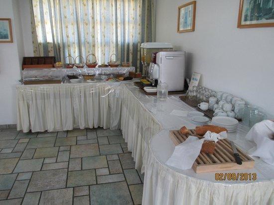 Anastasia Hotel: Very simple breakfast