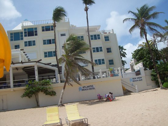Atlantic Beach Hotel: Hotel looking from the beach