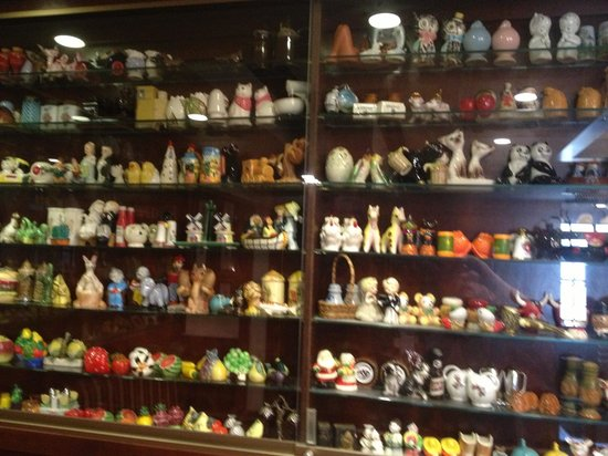 Lake Elmo Inn: More than 1000 salt & pepper shakers displayed (fun)