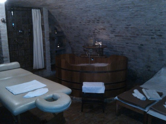 Zamek Zabreh: Spa in the cellar - nice!