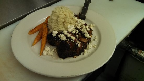 Spiro's Downtown Restaurant: Bistro steak with caramelized onions, bacon and blue cheese