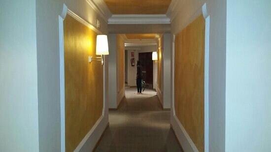 Hotel Sansi Park: el pasillo de las habitaciones