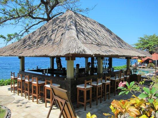 Tauch Terminal Resort Tulamben & Spa: The Bar