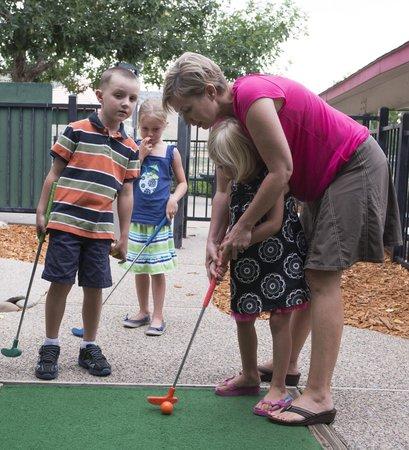 Gateway Park Fun Center : Having fun on the mini golf course