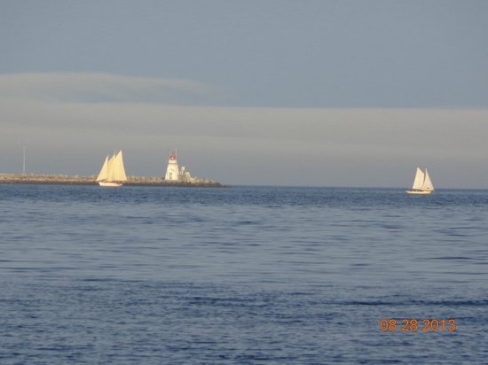 Atlantic View Motel & Cottages: Peaceful sailboats close by