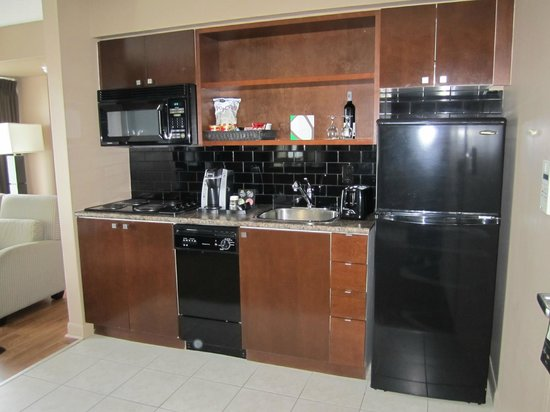 Pantages Hotel Toronto Centre: Kitchen