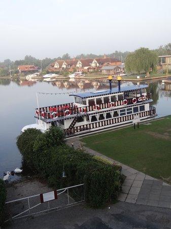 Innkeeper's Lodge Norfolk Broads - Swan Inn : Early morning light