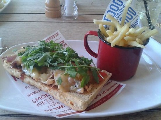 The Ness Hotel Restaurant: Chicken flatbread and fries. The photo doesn't do it justice, it was a very large and filling lu