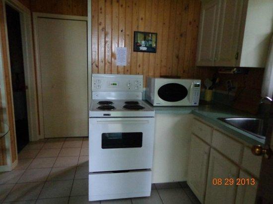Four Seasons Retreat: kitchen area