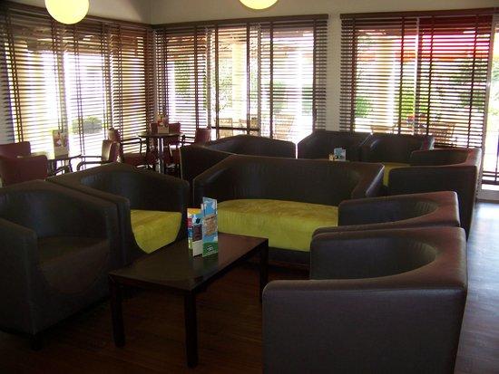 Hotel Ibis Setubal: Sala de convivio