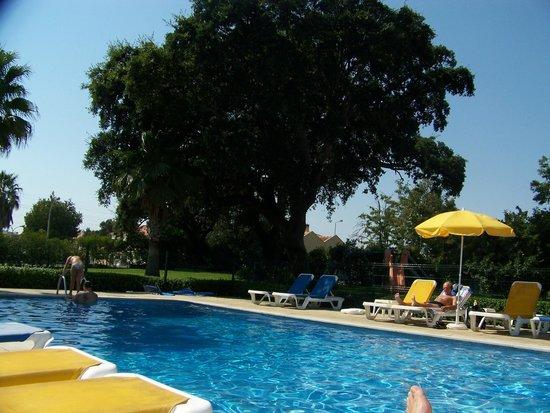 Hotel Ibis Setubal: Área da piscina