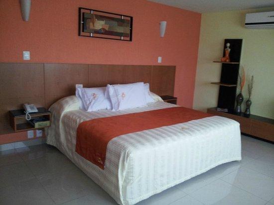 Hostalia Hotel : Cama King size