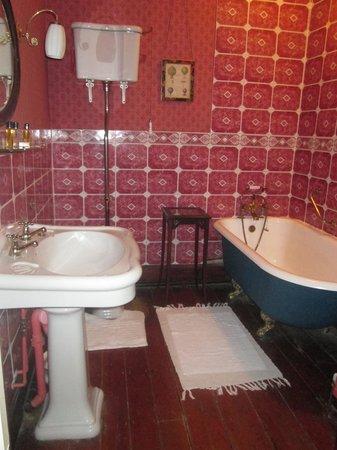 """Plas Hafod Hotel: """"Victorian"""" Bathroom"""