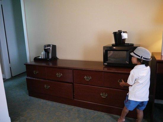 Cape Colony Inn : microwave and keurig coffeemaker