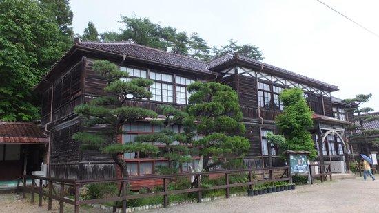 Fukiya Elementary School: 古い木造校舎