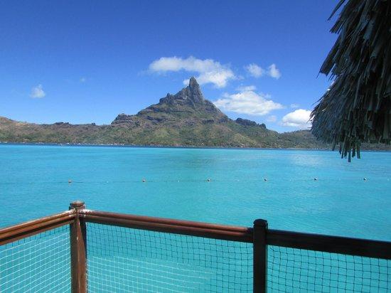 Le Meridien Bora Bora: View from our bungalow deck
