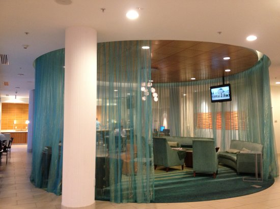 SpringHill Suites Irvine John Wayne Airport/Orange County: Lobby and breakfast area