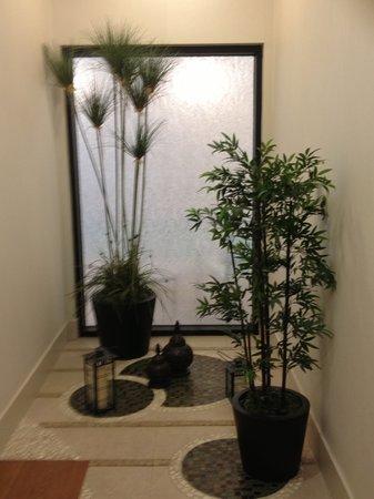 SpringHill Suites Irvine John Wayne Airport/Orange County: Zen hallway