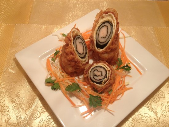 Laughing Buddha Chinese Restaurant: Crispy Seaweed Prawn Rolls
