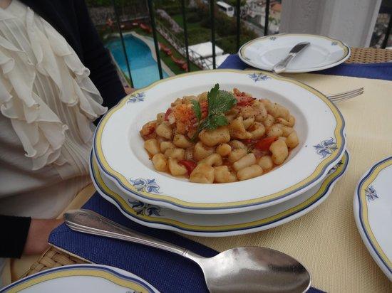 Rossellinis Restaurant : スペシャルパスタ