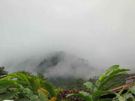 GreenLagoon Wellbeing Resort: View of the Arenal Volcano in clouds