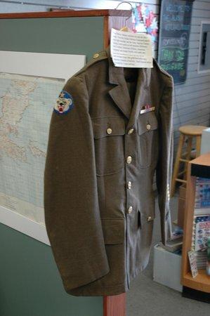 Alaska Veterans Museum: Uniform display