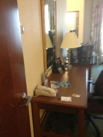 Drury Inn & Suites Columbus Grove City: DESK