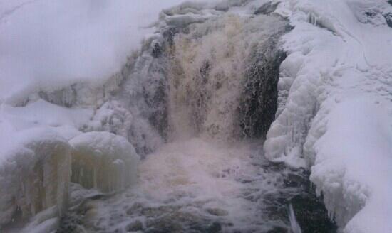 Judge C.R. Magney State Park: winterfalls