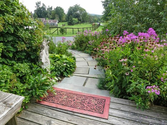 WhistleWood Farm Bed and Breakfast: Entrance