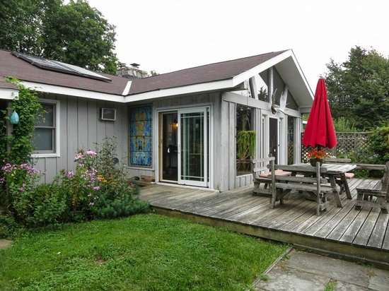 WhistleWood Farm Bed and Breakfast: Side view