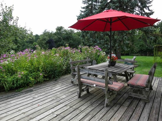 WhistleWood Farm Bed and Breakfast: The outdoor front table - ideal to read the paper