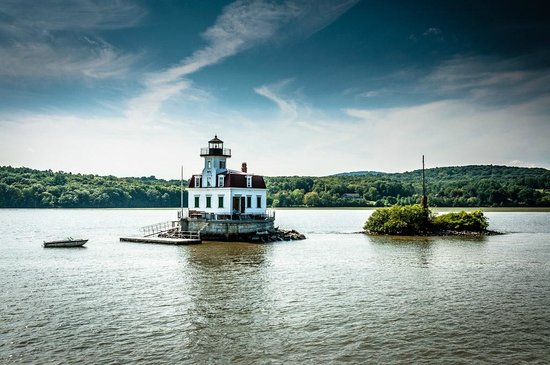 WhistleWood Farm Bed and Breakfast: Lighthouse on the Hudson River