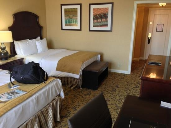 InterContinental Kansas City at the Plaza : concierge level room