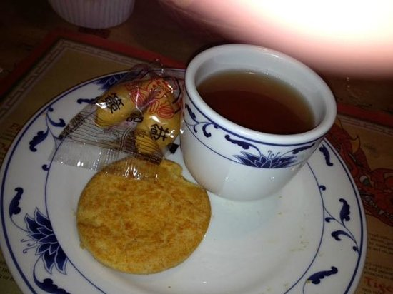 Hunan Gourmet III: Lucky fortune cookie, tea and almond cookie, nice finish
