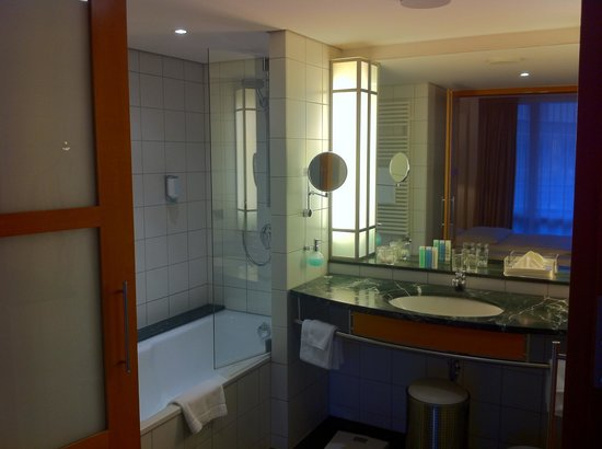 The Mandala Hotel: Huge Bathroom