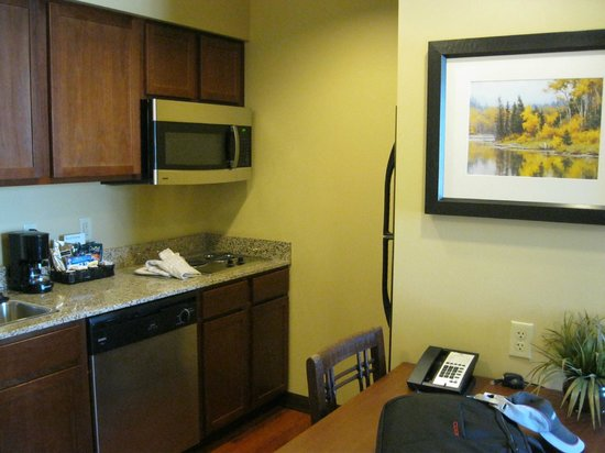Homewood Suites by Hilton Bozeman: キッチンエリアです。