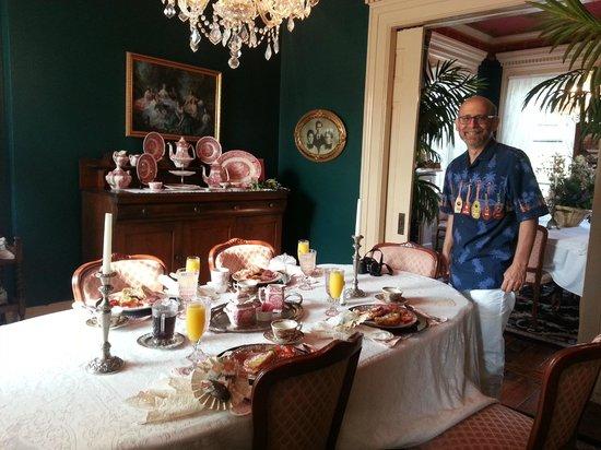 Annie Wiggins Guest House: Breakfast!