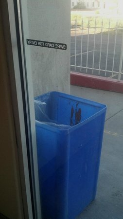 Americas Best Value Inn & Suites Colorado Springs: View of the horrible cheap trash can outside the door