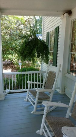 Stately Oaks Plantation: Southern Plantation front porch view