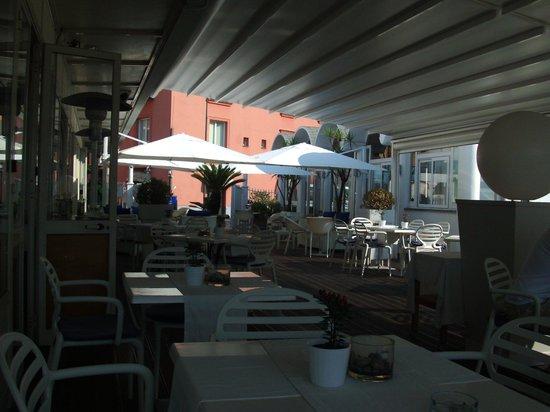 Rivage Hotel: restaurante abierto a todo publico