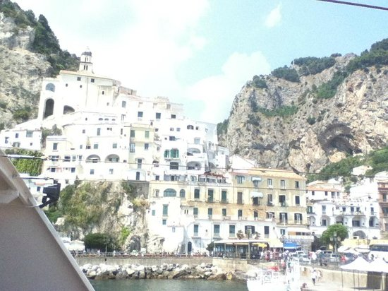 Day Tour in Italy : Amalfi vista dal porto