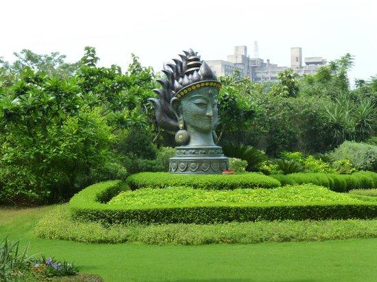 The Leela Palace New Delhi : Garden center