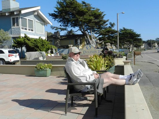 Blue Dolphin Inn: Can't get much closer to the beach than this -- without walking!