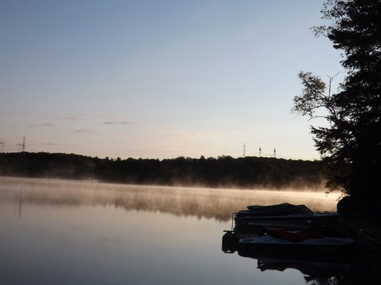 Lakeview Cottages: Early morning on Otter Lake