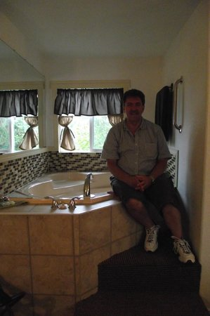 Wheeler on the Bay Lodge : Jetted Tub