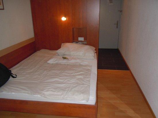 Sorell Hotel Aarauerhof: Habitación diminuta