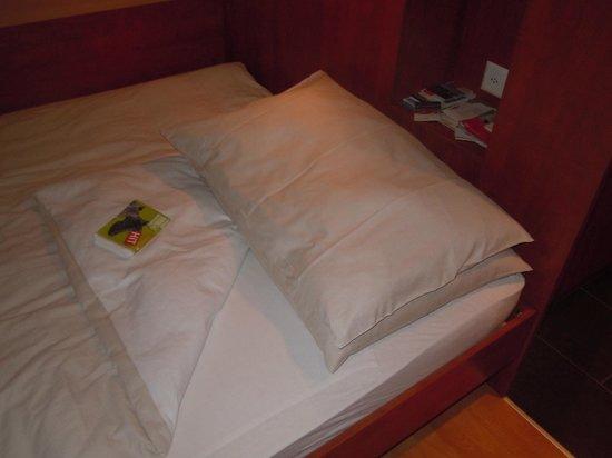 Sorell Hotel Aarauerhof: Ropa de cama swiss style = sin sábanas!