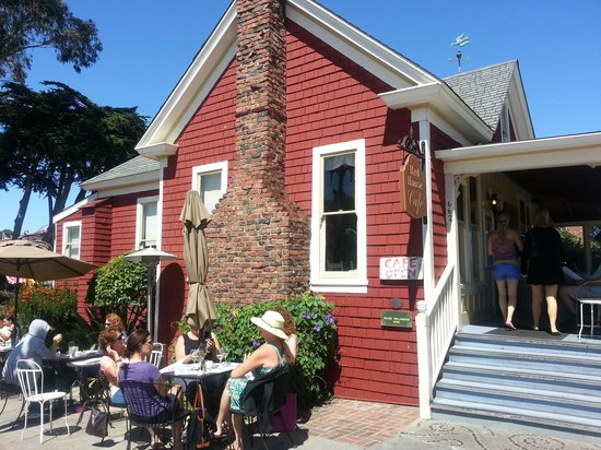 Red House Cafe : Charming House